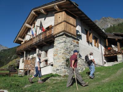 VALLE D'AOSTA-Escursionisti alpeggio Pra Oursie (foto Parco Mont Avic)-121